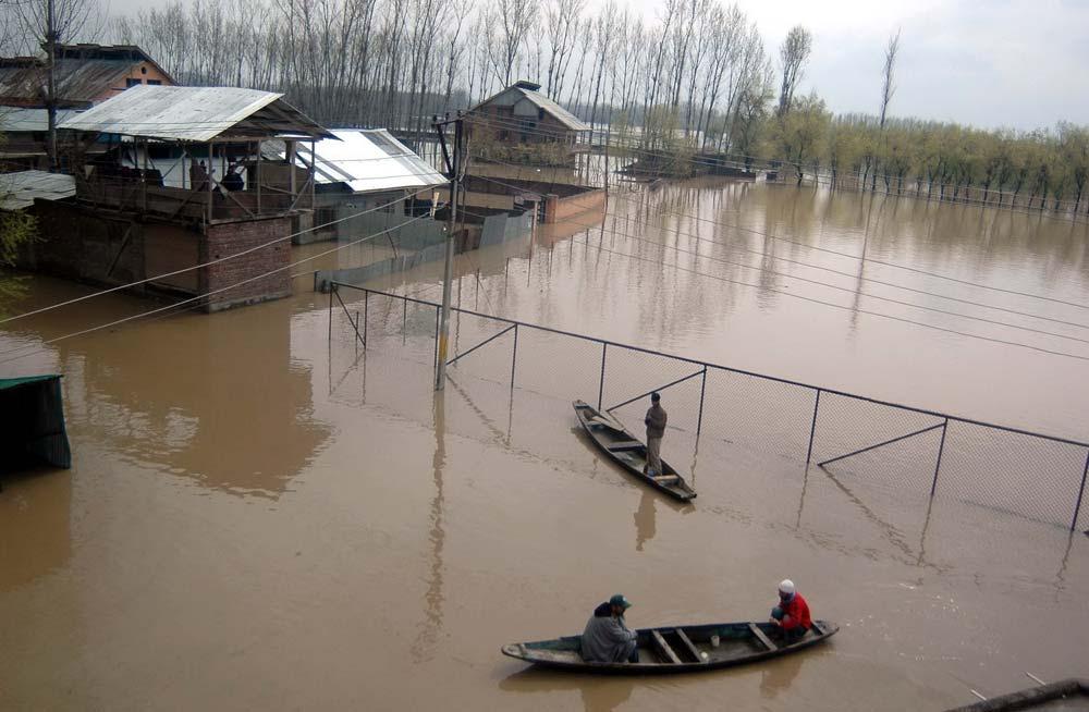 September 2011 Flood: A svene From Khomanie Chowk in Srinagar's Bemina