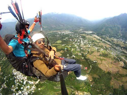 paragliding-over-harwan-srinagar-6498879