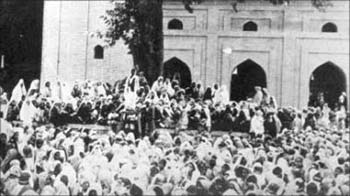 Kashmiris mourning the killing of 13 July 1931 martyrs in the compound of historic Jamia Masjid, Srinagar.