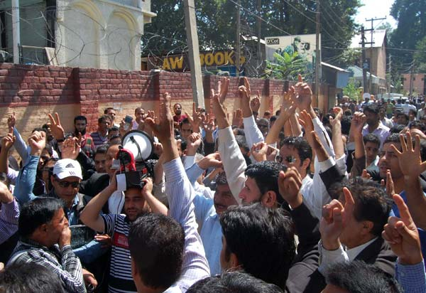 Advocating Adrenalin: While news broke out that Geelani has been detained and lodged in Humhama Police Station, the men in black raised their fists in air to support the call. The protesting lawyers were confined within their arena in court and couldn't take their protest out on streets.