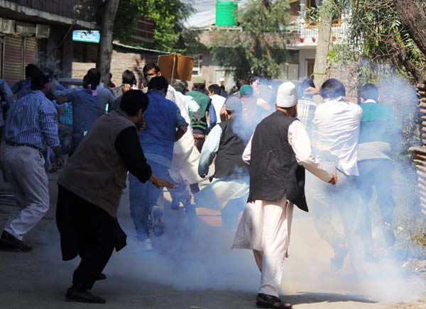 Smoked Simmer: As tear-gas shells started bursting, it was U-turn for dissidents.
