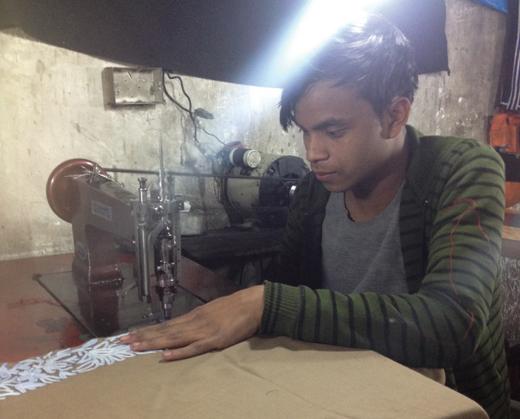 Shakeel Ahmad from BIhar earns rupees 80 per Pheran.