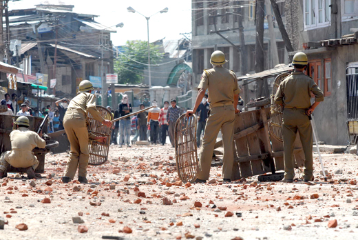 Stone-Pelting-at-Nowhatta