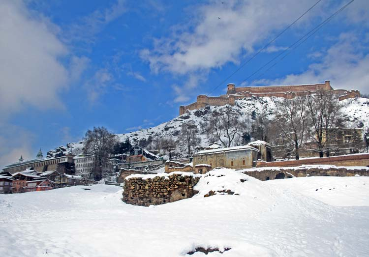 Fanciful Fort: In old Srinagar, the snow had add new visible contours to the Mughal era fort