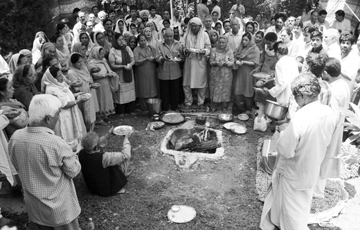 Kashmiri-Pandits-Praying-For-Peace-