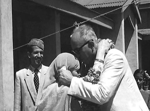 sheikh-abdullah-kiss-in-64