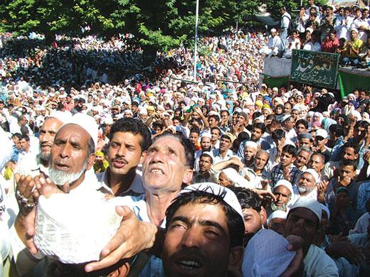 Devotees at a prayer meeting in Dargah Hazratbal. Pic: Bilal Bahadur