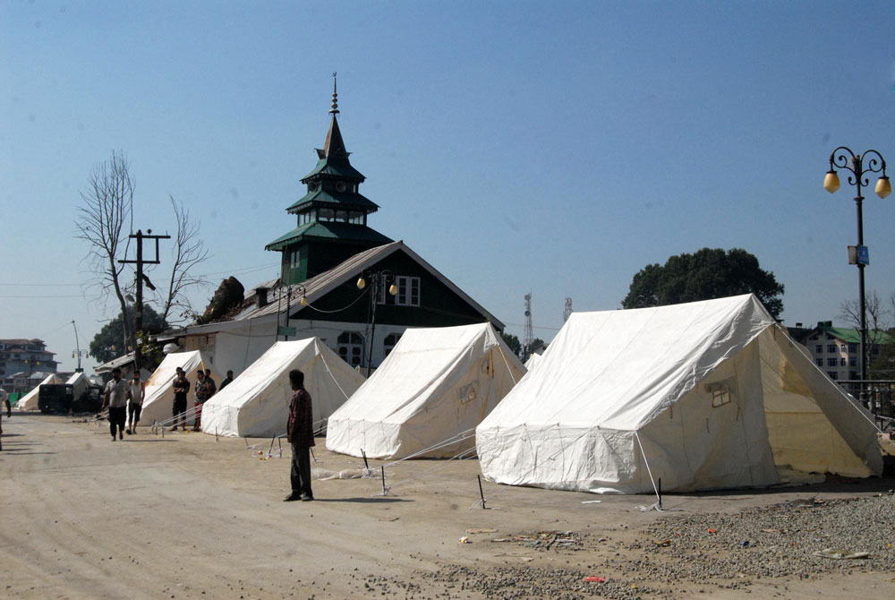 Makeshift tents on Bund. Photo: Bilal Bahadur