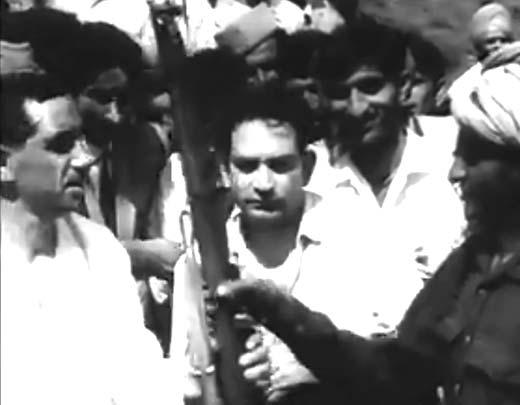 Pakistanis-surrendering-before-Rasool-Kar