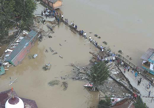 Breached Bund near Abi Guzar in Srinagar during September 2014 floods. Pic: Bilal Bahadur