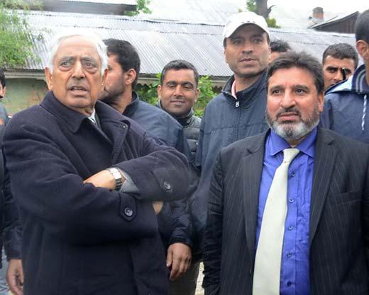 Mufti-Sayeed-along-with-Altaf-Bukhari-in-Press-Enclave-Srinagar
