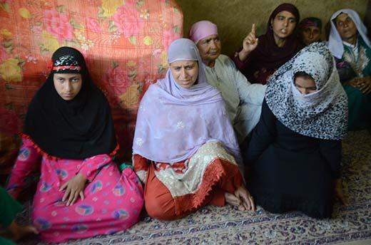 Wife and two daughters of Mehraj-ud-din. KL Image: Bilal Bahadur