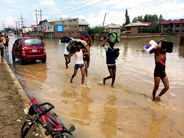 Outside-labours-Fleeing-during-floods-2014