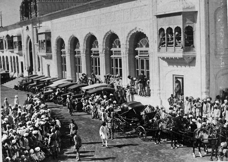 An unrelated century old picture of Mubarak Mandi Jammu.