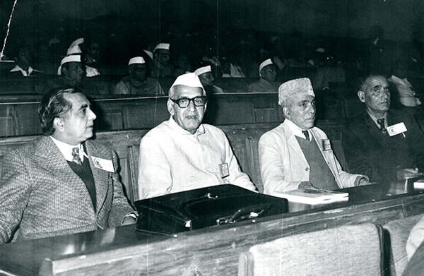 A young Ved Bhasin sitting with Jai Prakash Narain. (Photo Courtesy: Family Photo Album)