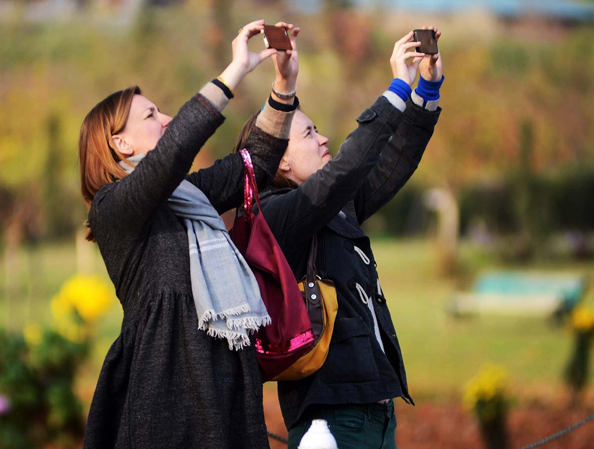 Tourists arrive in droves during the autumn season to steal glimpses of mesmerizing landscape.