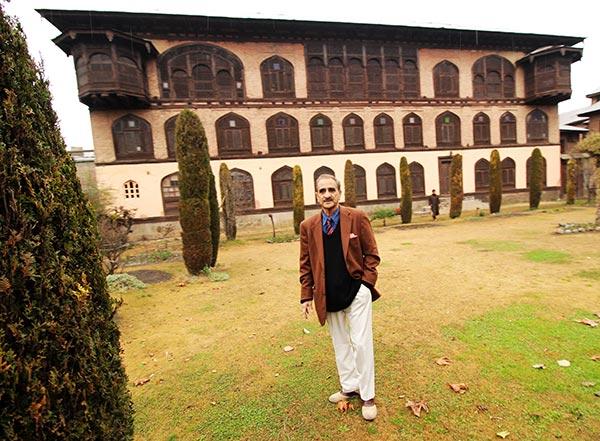 Agha Syed Iftikhar Hussain Jalali standing in front of famous Jalali House at Zadibal Srinagar.