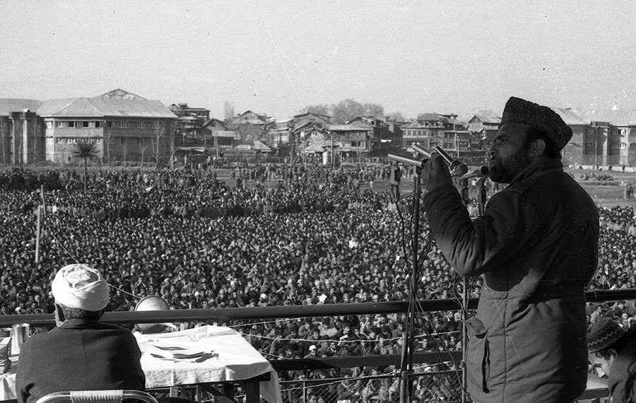 Qazi Nisar addressing a mammoth MUF rally in Iqbal Park ahead of March 23 elections in 1987. Photo in Special Arrangement with: Merajuddin