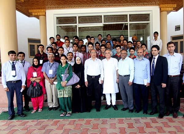Former Union Minister, Jai Ram Ramesh, with J&K EDI trained youth.