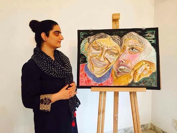 Uzma-Nawchoo-with-her-artwork