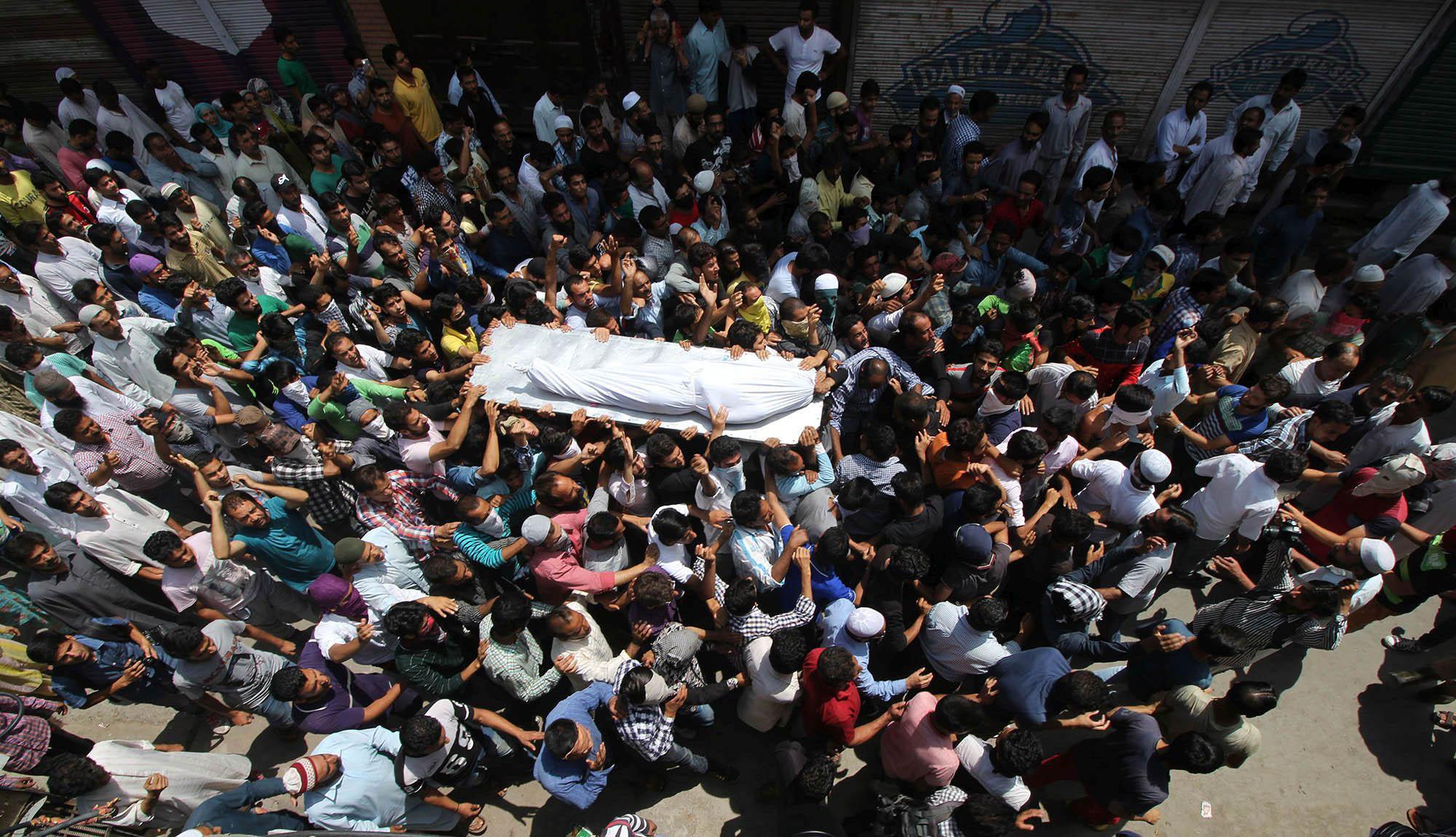 People carry body of slain Riyaz Ahmad Shah for final rites in Old Srinagar on Wednesday. (KL Images: Bilal Bahadur)