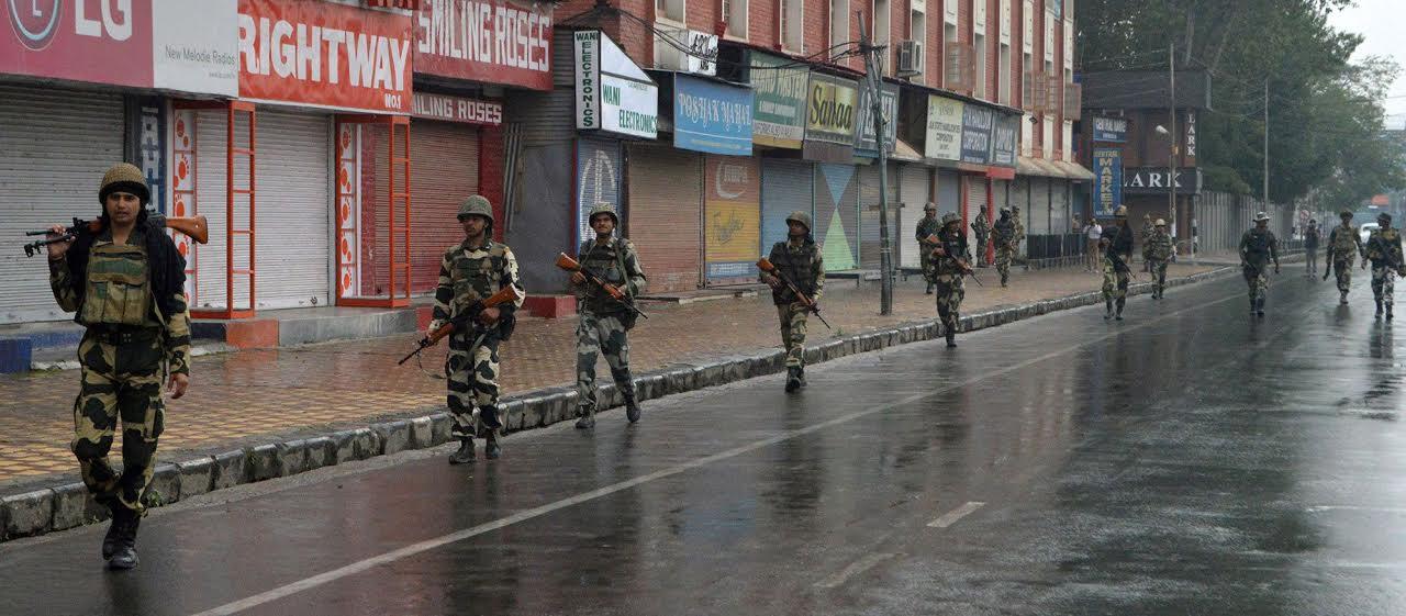 Curfewed Srinagar: BSF personnel patrolling Lal Chowk on August 27, 2016. (KL Image: Bilal Bahadur)