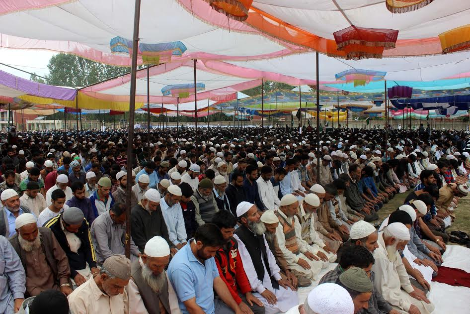 People offer 'Zuhr Namaz' (mid-day prayers) at a mass pro-freedom rally in Bugam Kulgam on August 27, 2016. (KL Image: Shah Hilal)
