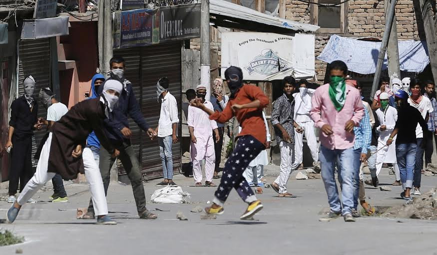 Clashes erupted in civil lines area of Srinagar as a rally was stopped at Natipora on Friday. (KL Image: Bilal Bahadur)