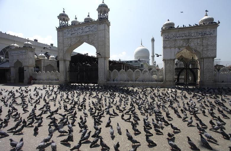 First time in last six years, J&K Government disallowed congregational prayers at Dargah Hazratbal on August 05, 2016 as united resistance leadership had called for 'Dargah Chalo'. (KL Image: Bilal Bahadur)