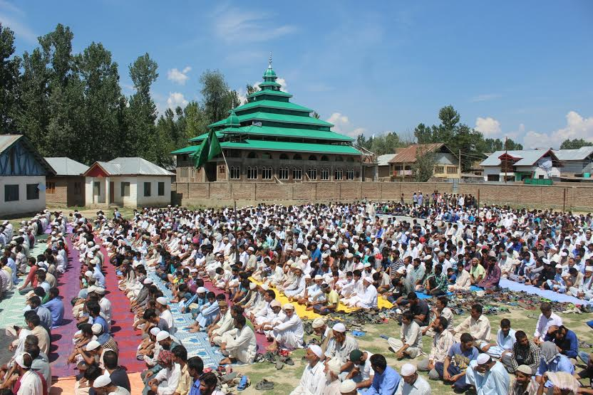 People from adjoining areas assembled at Nowpora Sopore High school ground to offer Friday congregational prayers after which they took out a peaceful protest from up to main market Sopore amid pro-freedom and anti-India slogans. (KL Image: Mohammad Abu Bakr)