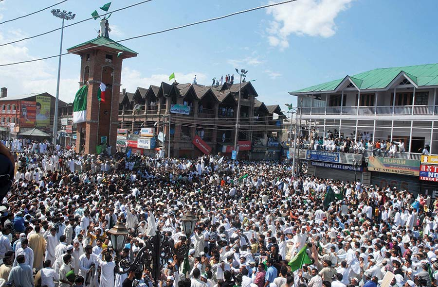 Scenes of 2010 Lal Chowk Chalo.