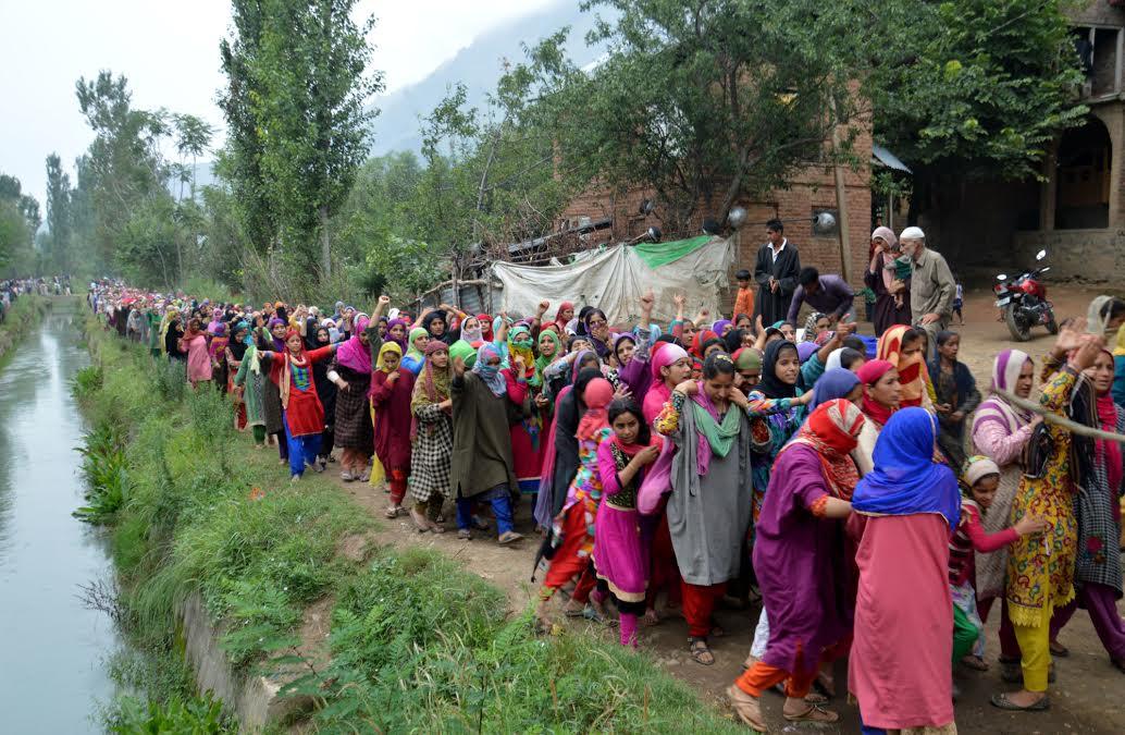 Hundreds of women rushed to Marhama to bid farewell to Shahnawaz Ahmad Khatana.