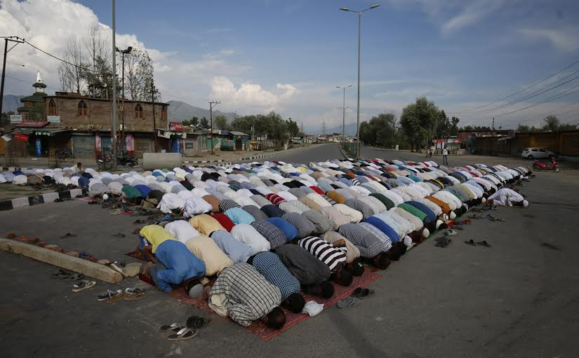 As asked by united resistance leadership, people offer Namaz-in-Open at Bypass Tengpora on August 05, 2016. (KL Image: Bilal Bahadur)