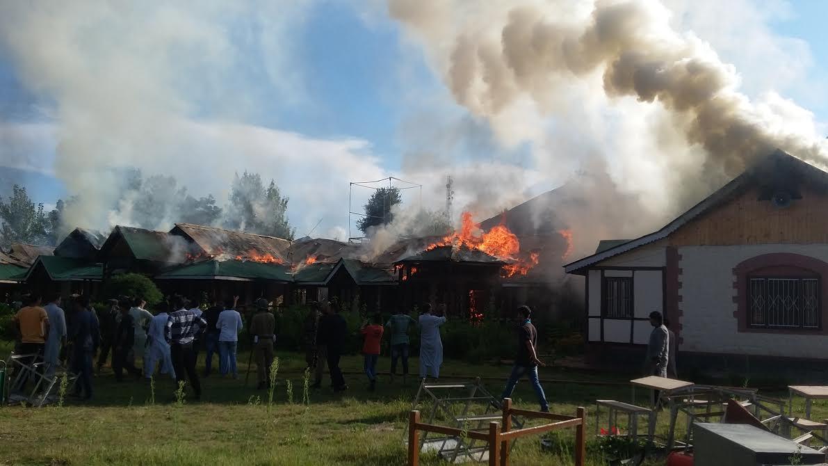 Hanfia school of Islamabad up in flames. (Photo: Aakash Hassan/KL)