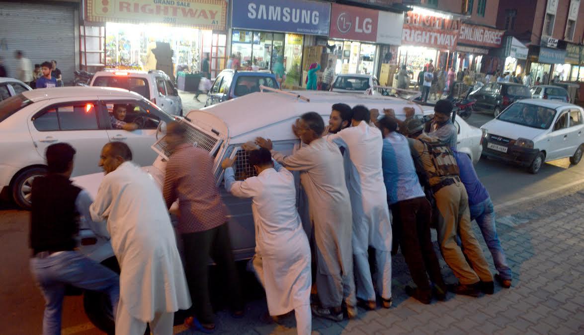 'It is neither Kashmiriyat nor insaniyat': Rajnath slams separatists