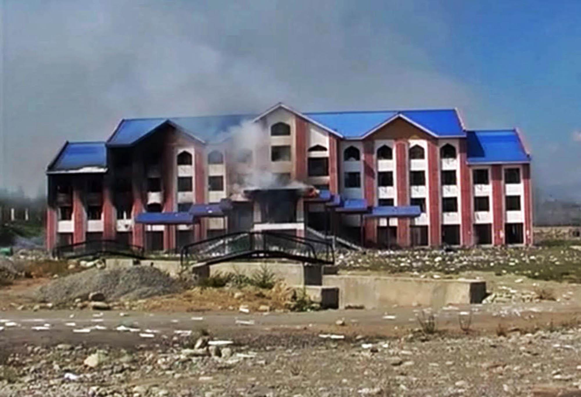 100 injured in fresh IHK skirmishes