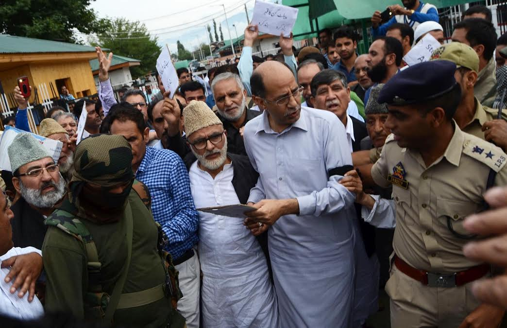 Unionist Opposition party, National Conference, on Thursday held a protest demonstration outside the civil secretariat in Srinagar. (KL Image: Bilal Bahadur)