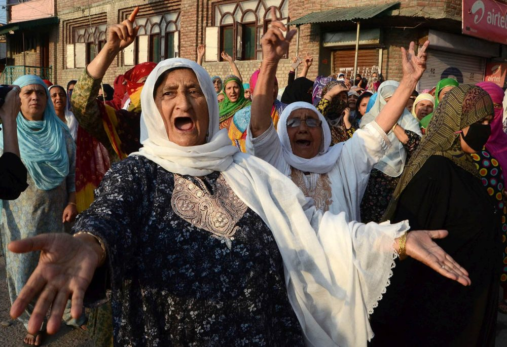 Kashmiri women hold pro-freedom protests during the funeral of Abdul Qayoom in Srinagar on September 10, 2016.