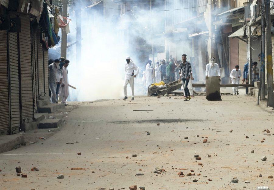 Kashmiri angry youth throwing stones at Paramilitary soldiers after Eid-ul-Azha at Batmaloo area of Srinagar. (Photo: Bilal Bahadur/KL)